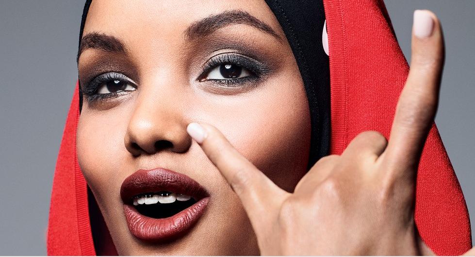 На обложке глянца в США впервые появилась модель в хиджабе