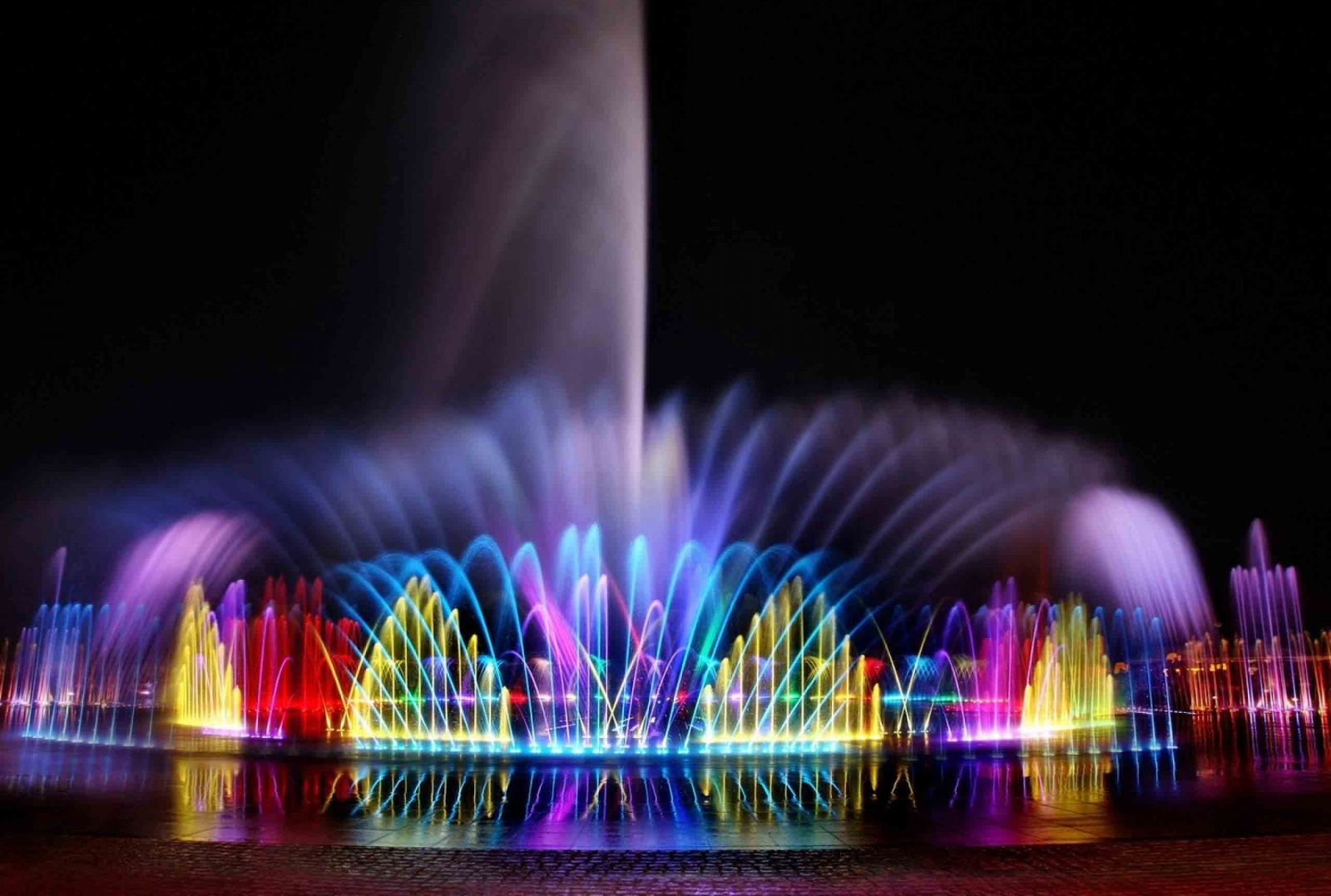 Светомузыкальные фонтаны теперь есть и в Умани (см. видео)