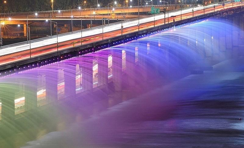 Как это можно было придумать: 5 сюрреалистичных фонтанов