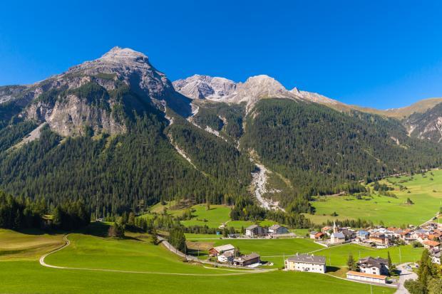 В Швейцарии запретили фотографировать одну из деревень, так как она слишком красивая