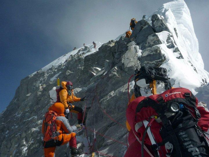 Подниматься на Эверест теперь «проще»: обрушилась ступень Хиллари.Вокруг Света. Украина