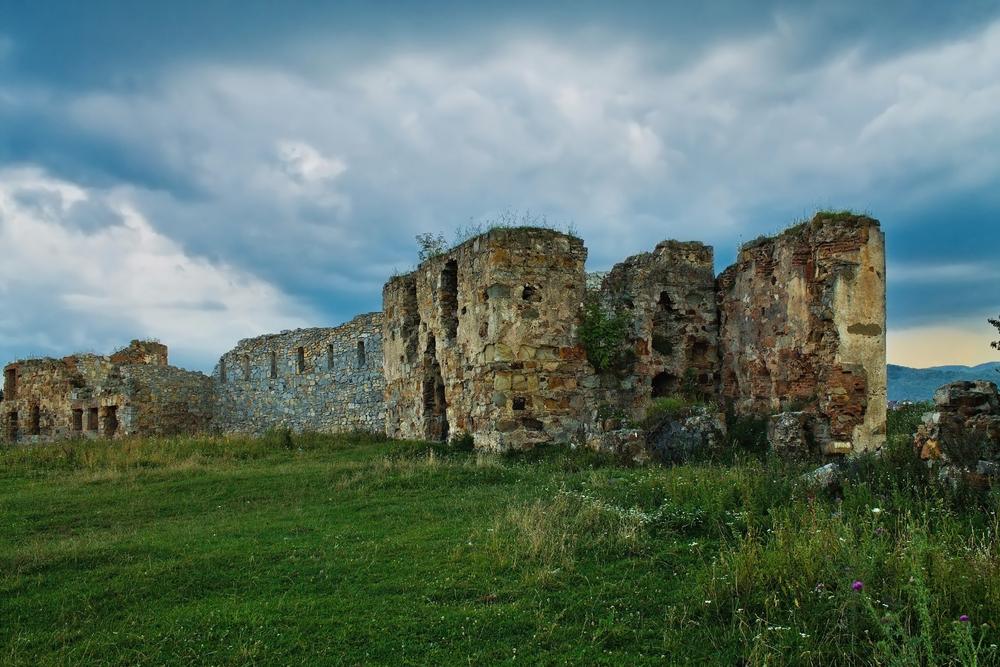 На Прикарпатье стоит в руинах красивейший замок XVI века