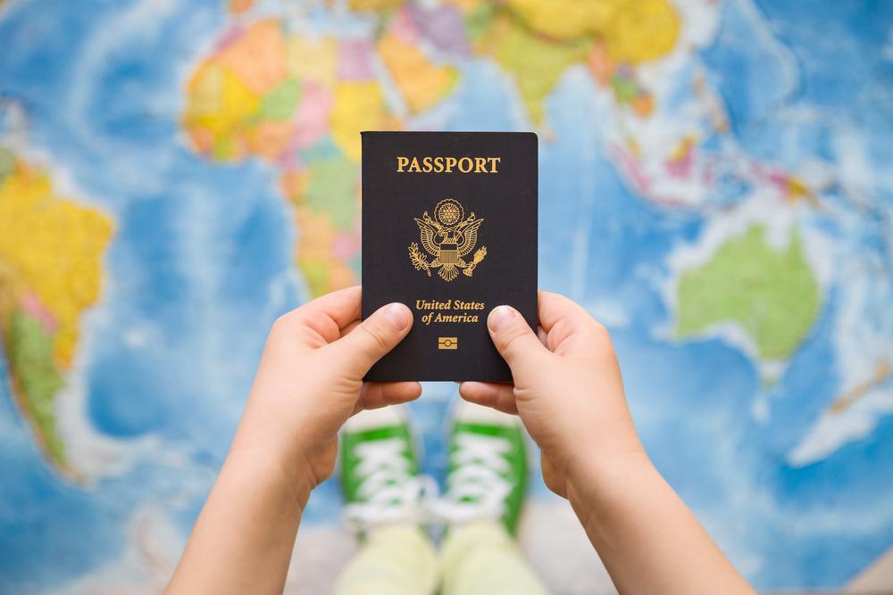 Как путешествовать по безвизу с детьми