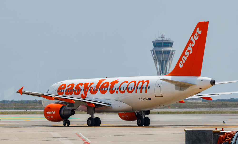 Пилот попросил пассажиров проголосовать за взлет, так как один из двигателей мог не сработать