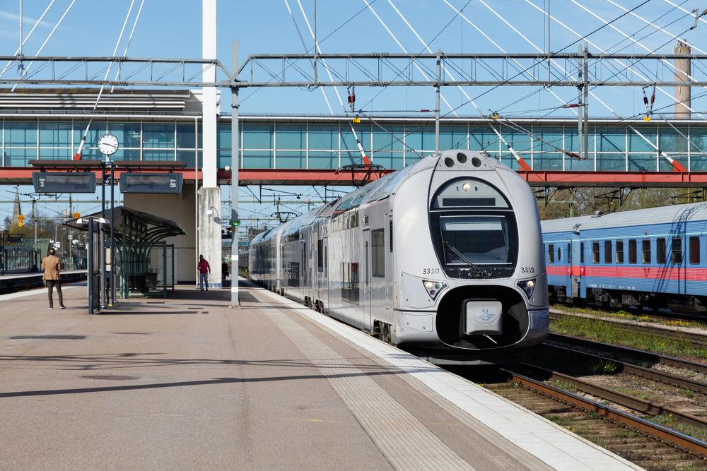 Впервые в мире на железной дороге Швеции введут чипы вместо билетов.Вокруг Света. Украина