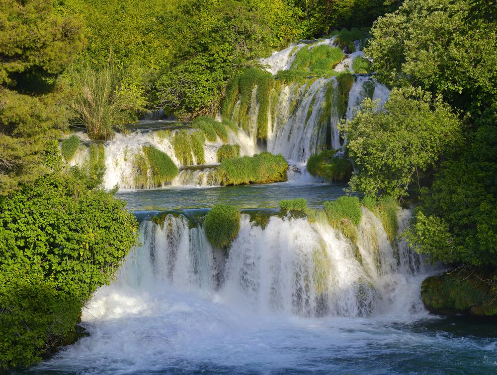 В Хорватии ограничили доступ к самому красивому водопаду