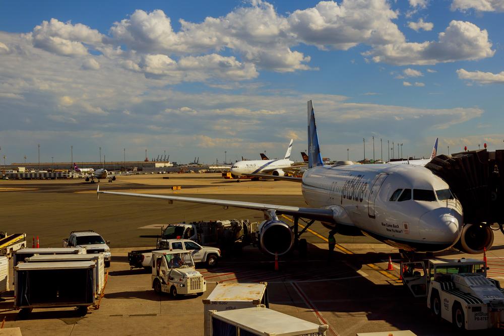 США могут запретить авиапассажирам брать на борт гаджеты и телефоны