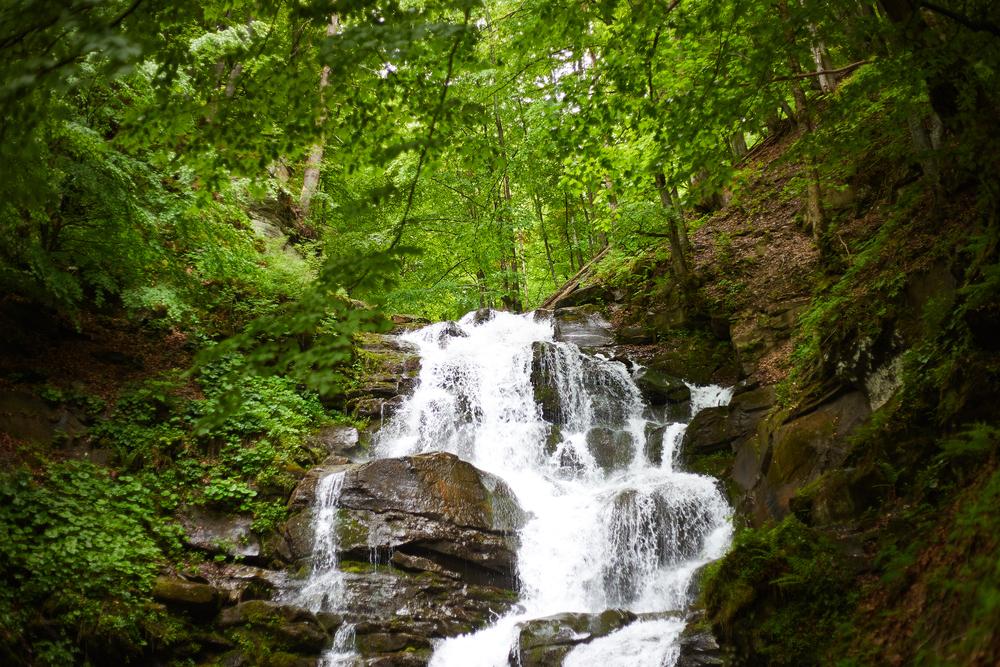Освежающая прохлада: 10 лучших водопадов Украины