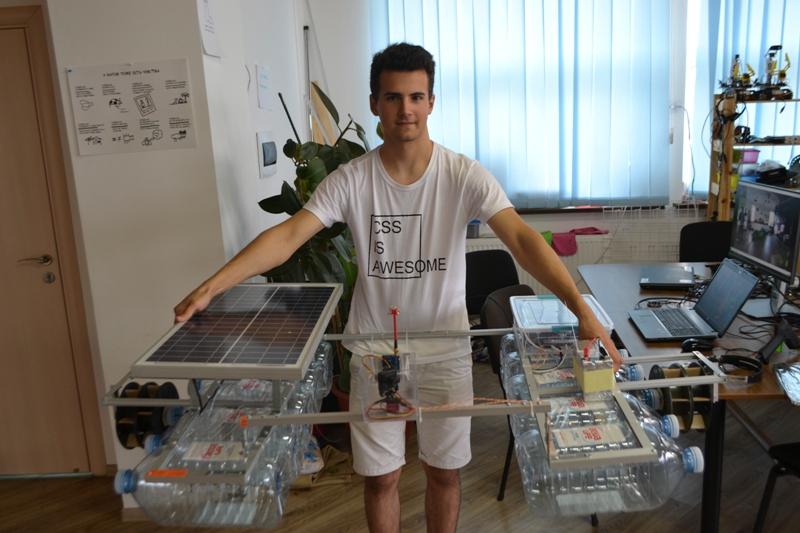 Украинский подросток создал уникального робота для очистки рек от мусора