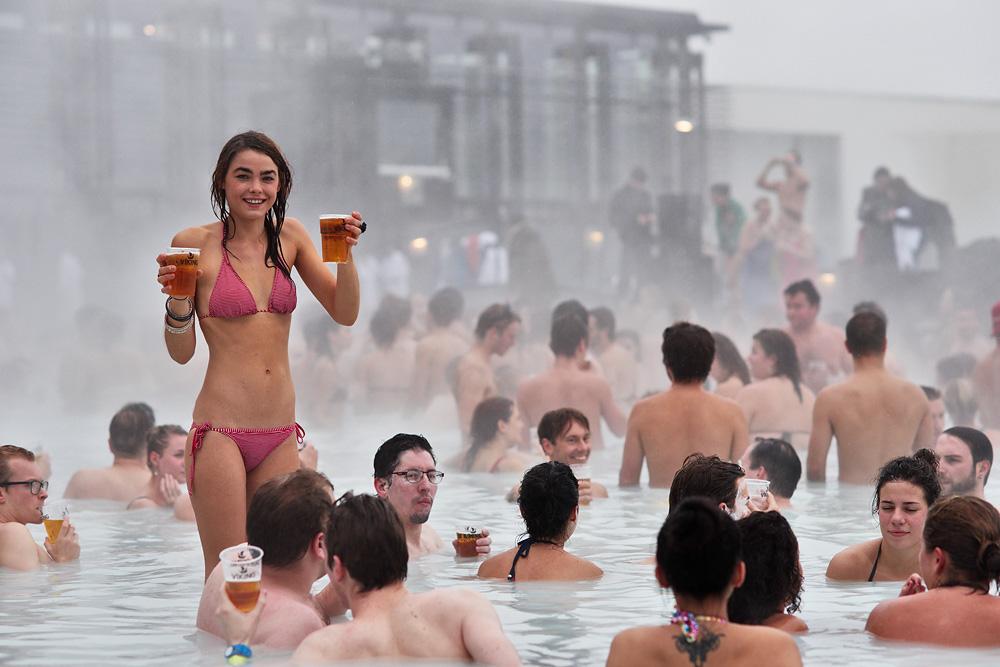 Разгульный Рейкьявик: как исландцы празднуют свое холодное лето.Вокруг Света. Украина