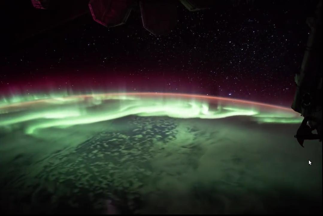 Северное сияние танцует над Южным полушарием: взгляд из космоса