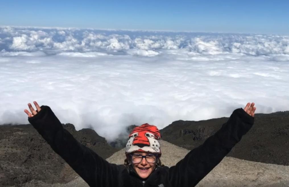 Восьмилетняя девочка покорила Килиманджаро