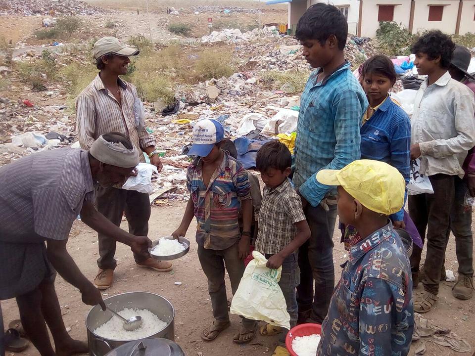 Хватит выбрасывать еду! В Индии нашли способ накормить голодных.Вокруг Света. Украина
