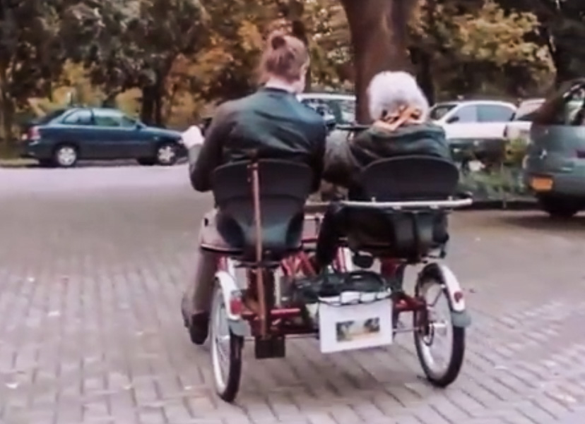 Голландские студенты живут в домах престарелых. Оплата – 30 часов общения
