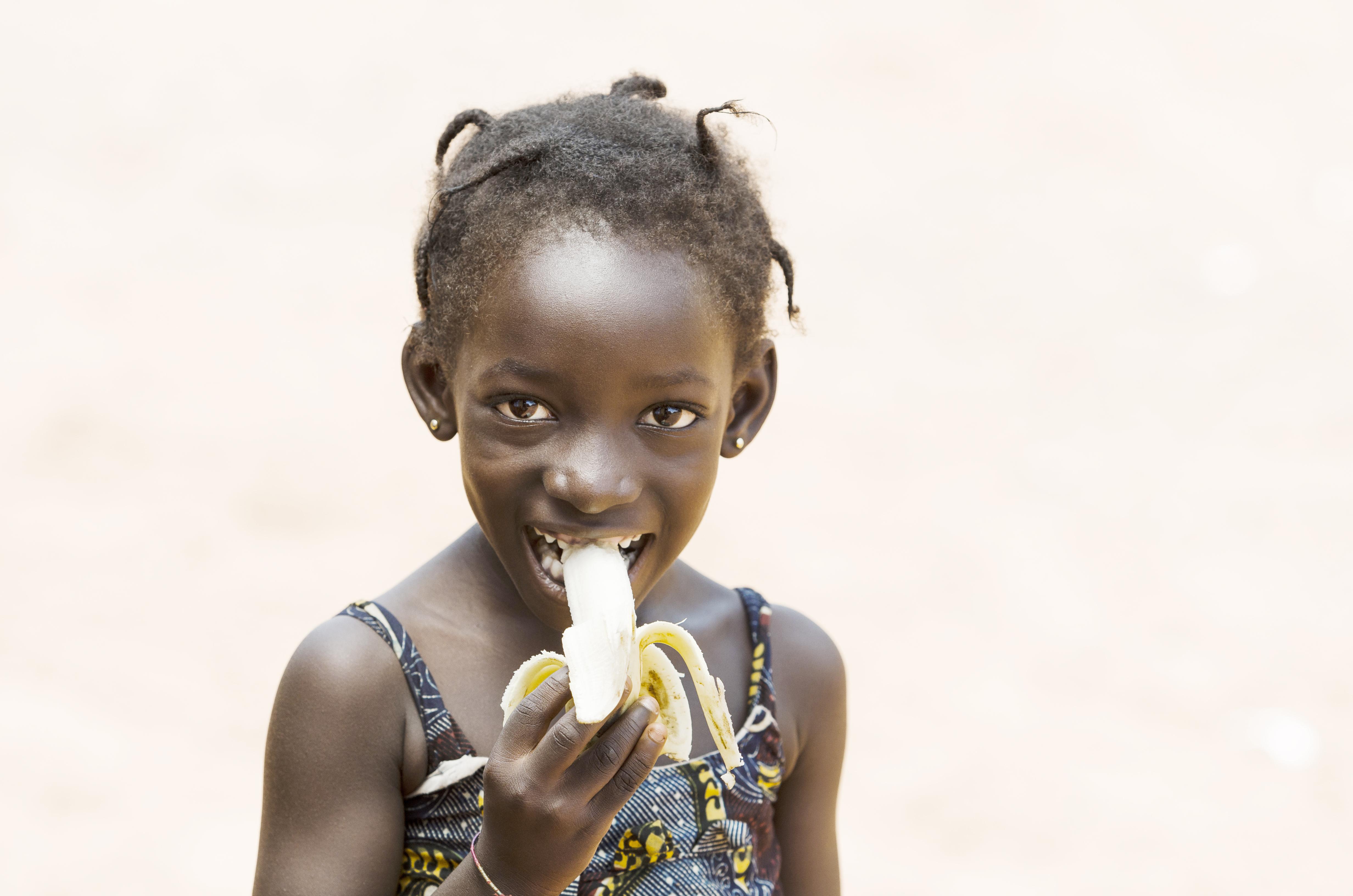 Ученые создали специальный сорт бананов для детей из Уганды