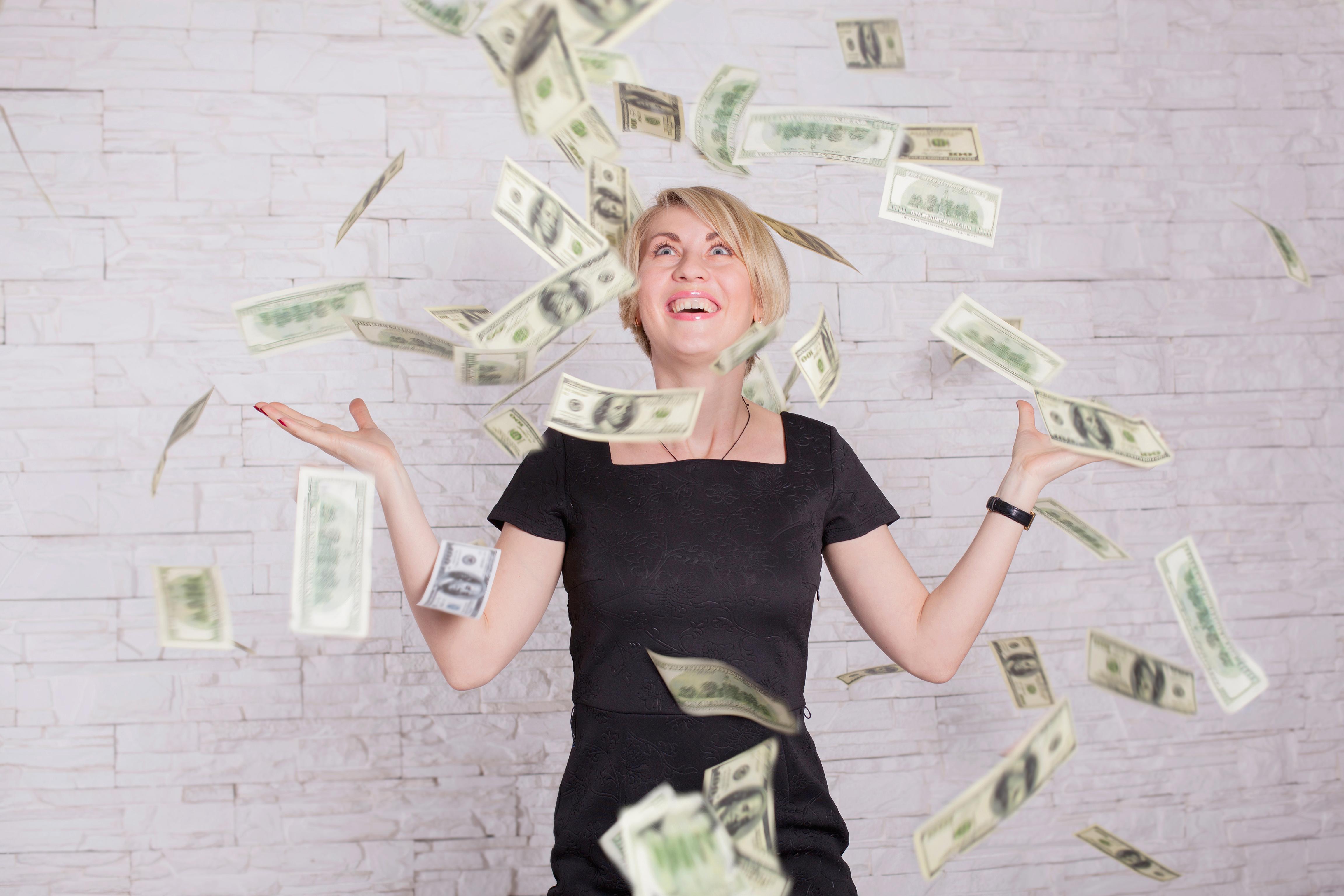 Что такое «повезло»: американка дважды за неделю выиграла крупные суммы в лотерею