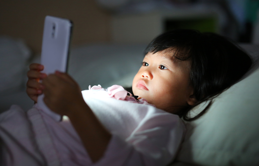 Гаджеты в сторону: люди стареют быстрее из-за недостатка сна в детстве