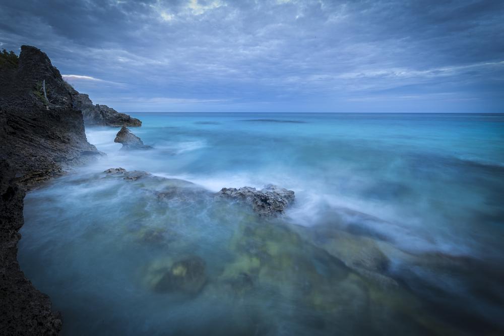В районе Бермудского треугольника неожиданно появился загадочный остров