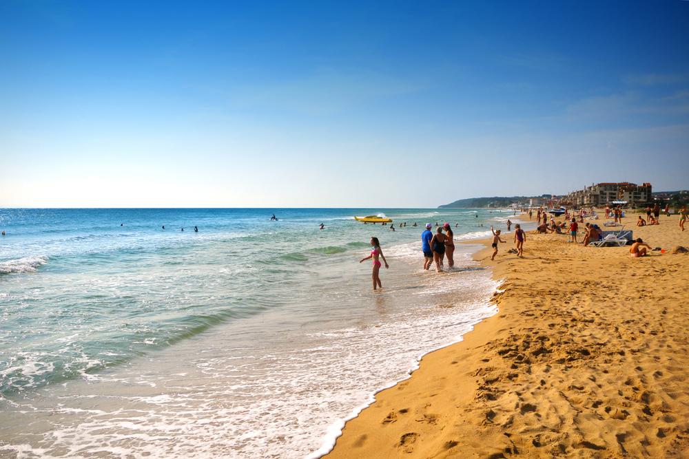 Названы самые дешевые места пляжного отдыха в Европе