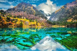 Озеро Пяти Цветков – невероятный водоем, меняющий цвет