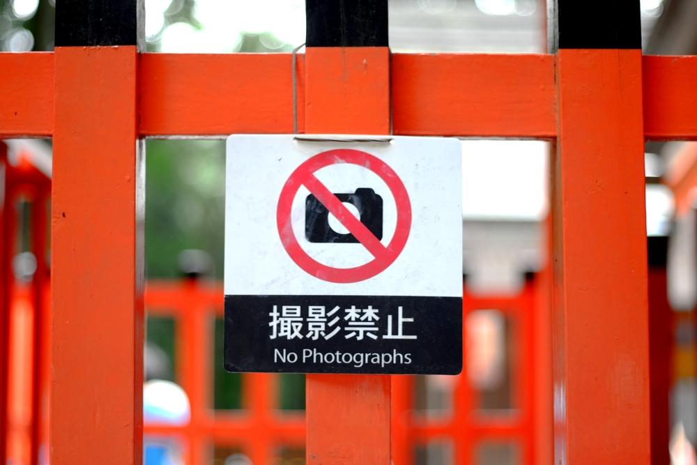 10 мест в мире, где придется спрятать фотоаппарат