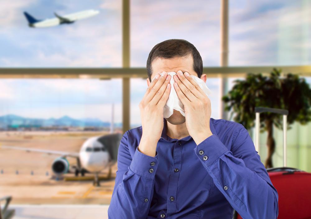 Почему мы так часто плачем в самолете?