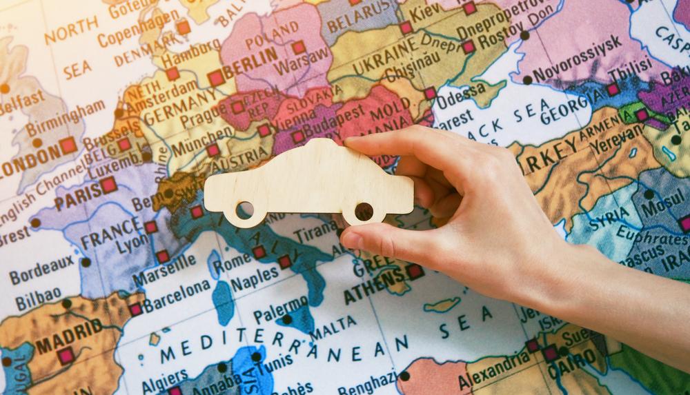 Автомобилем по Европе: что нужно украинцу, кроме биометрического паспорта