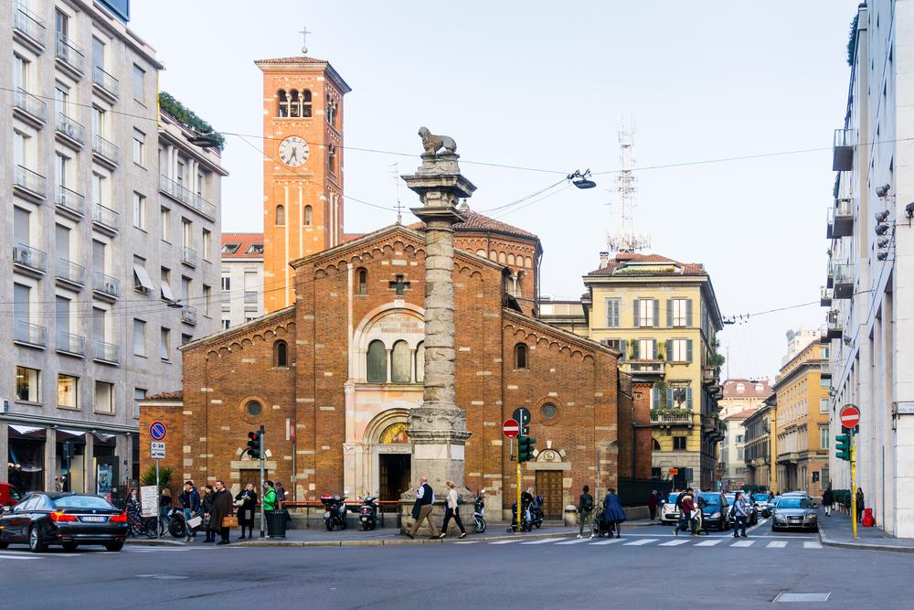 В Милане запретили селфи-палки и фейерверки