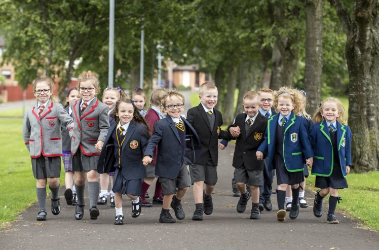 В небольшой области Шотландии в первый класс пойдут 13 пар близнецов
