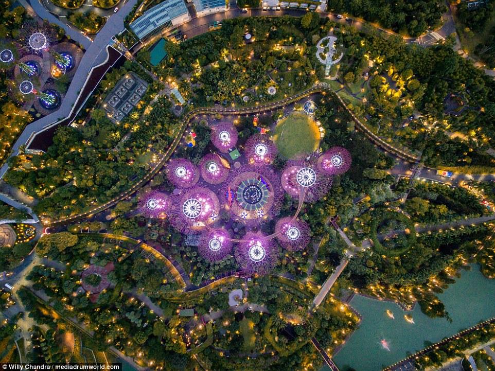 Фотограф снял Сингапур с высоты птичьего полета