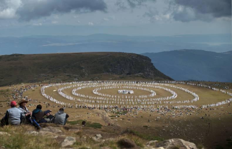 В горах Болгарии станцевали космический танец