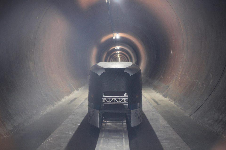 Илон Маск испытал поезд, который движется со скоростью звука: видео