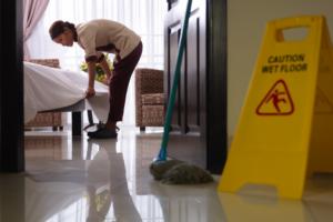 Как удостовериться, что в номере отеля чисто и безопасно?
