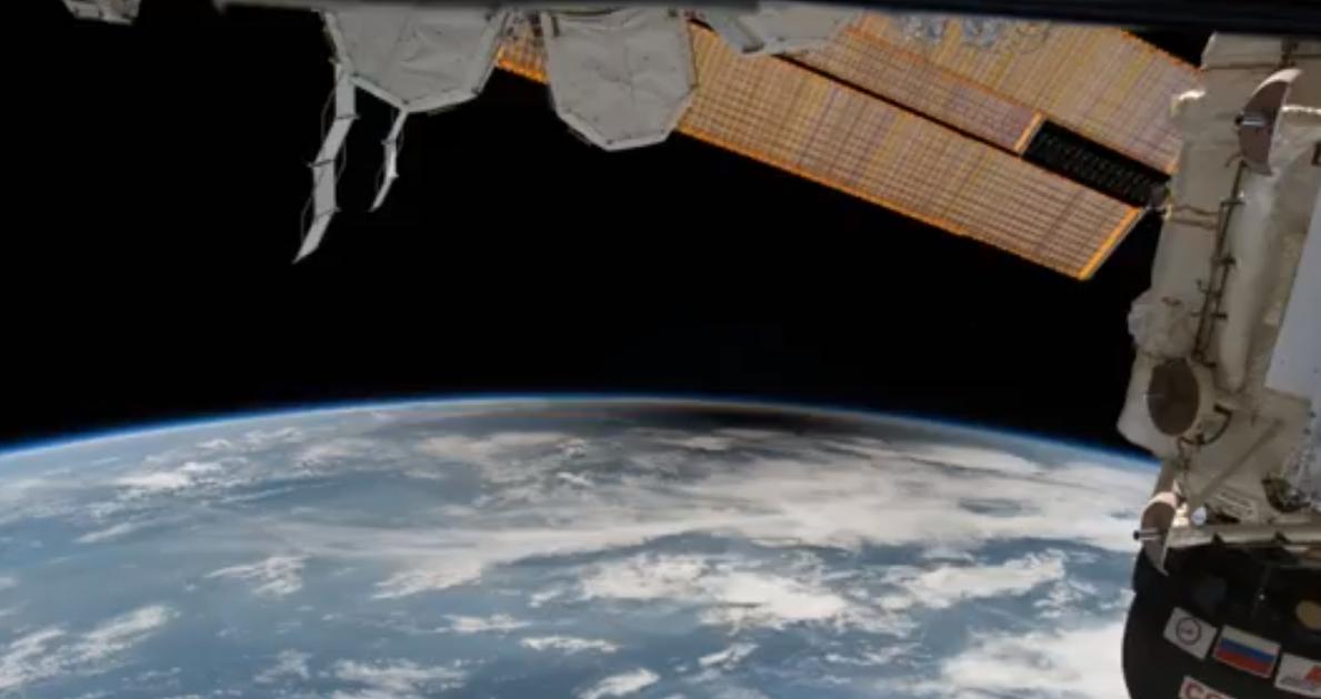 Полное солнечное затмение: вид из космоса