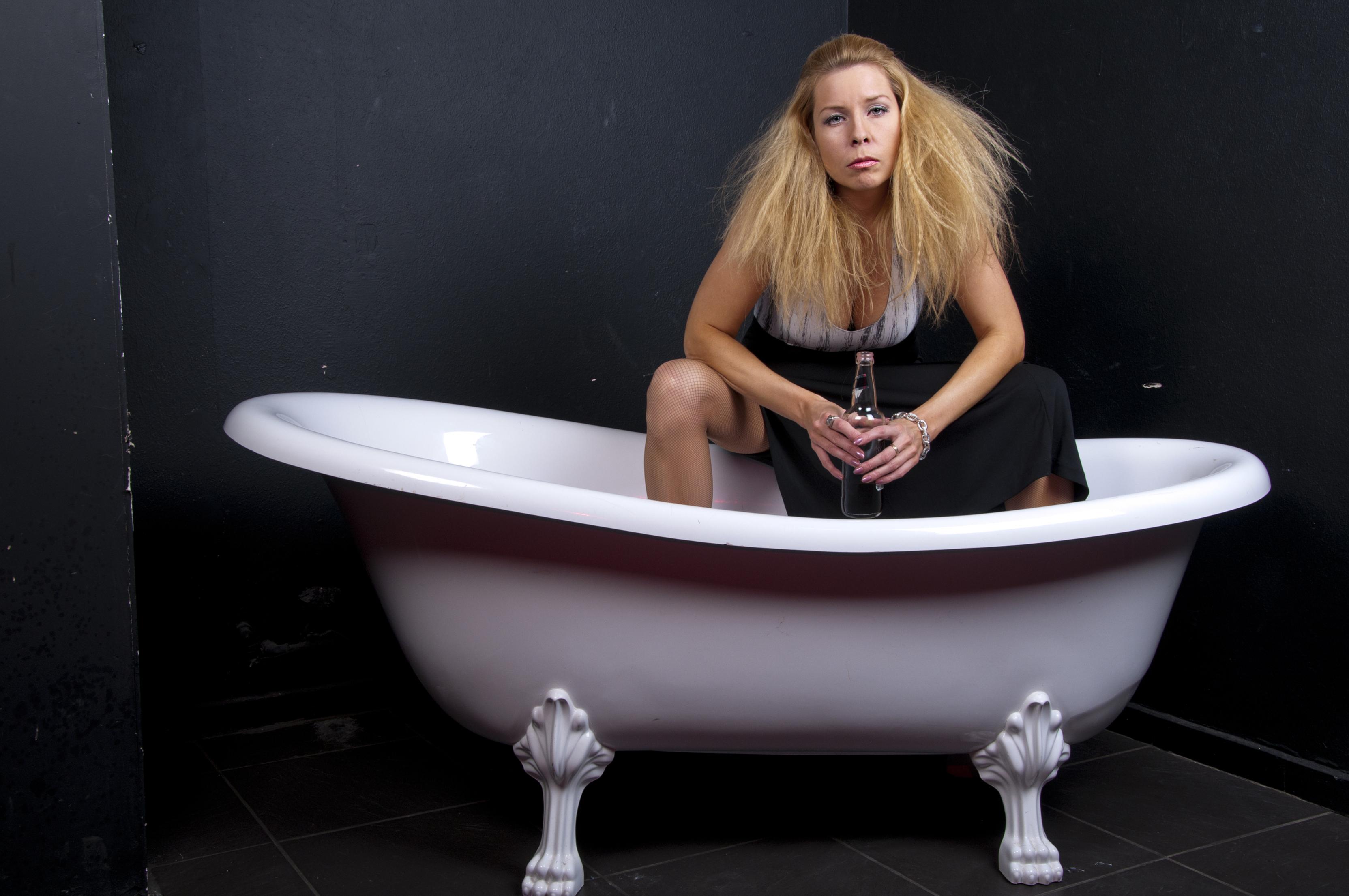 Исландцы спасаются от жары в пивных ваннах