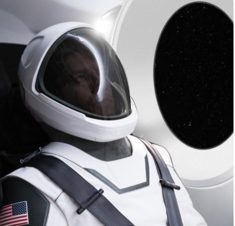 SpaceX похвасталась новым космическим скафандром.Вокруг Света. Украина