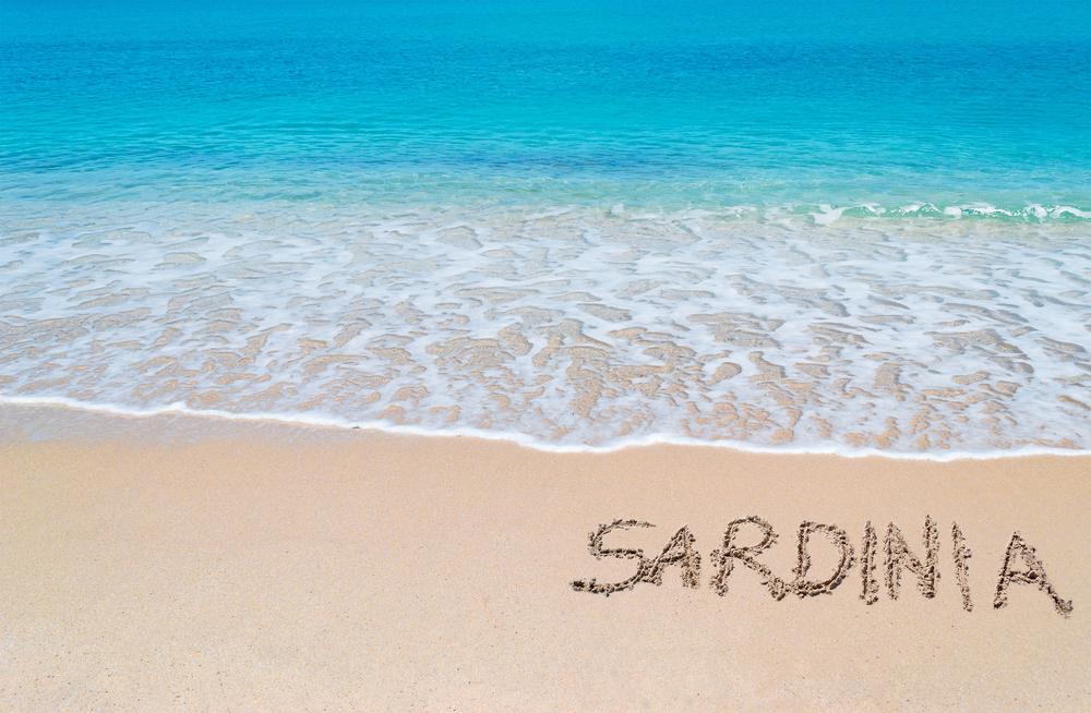 Туристы заплатили 4 тысячи евро за пригоршню песка с пляжа Сардинии