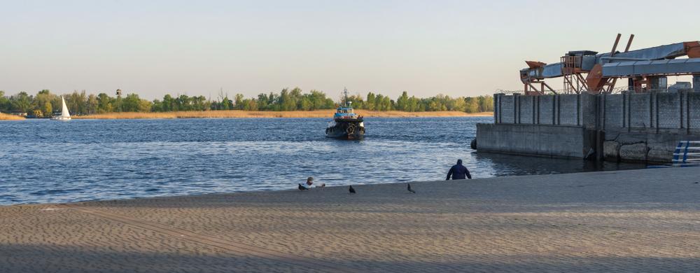 Вид на реку Днепр с набережной