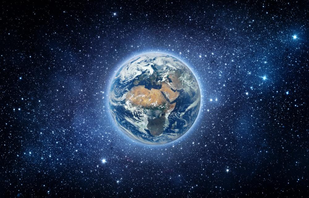 Землю впервые сняли из космоса на любительскую камеру
