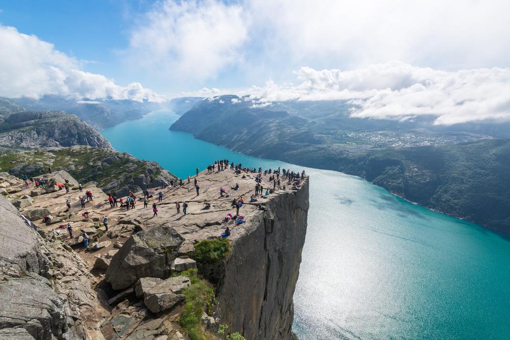 Одна из главных достопримечательностей Норвегии может рухнуть в море