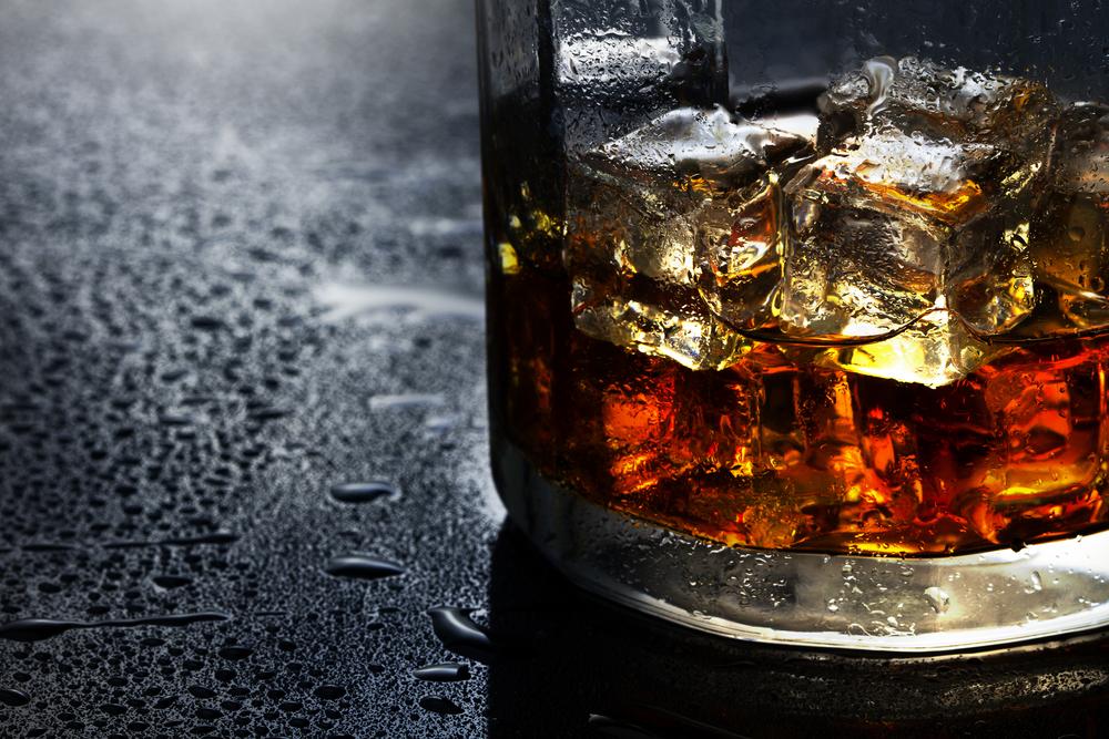 Ученые объяснили, почему содовая улучшает вкус виски