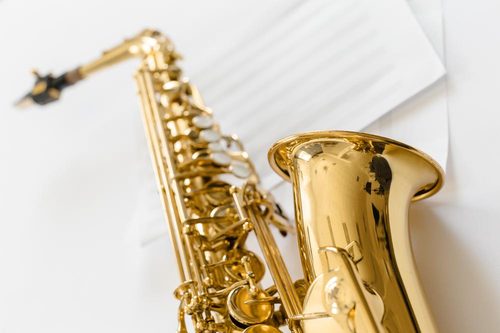 Мужчина играл на саксофоне, пока ему делали операцию на мозге (видео)