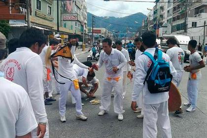 Таиландские спасатели устроили охоту на духов - виновников ДТП