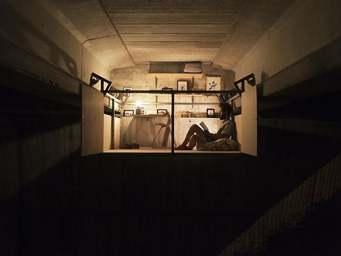 Дизайнер из Валенсии устроил студию под городским мостом