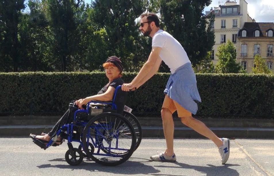 Внук из Украины свозил бабушку в Париж