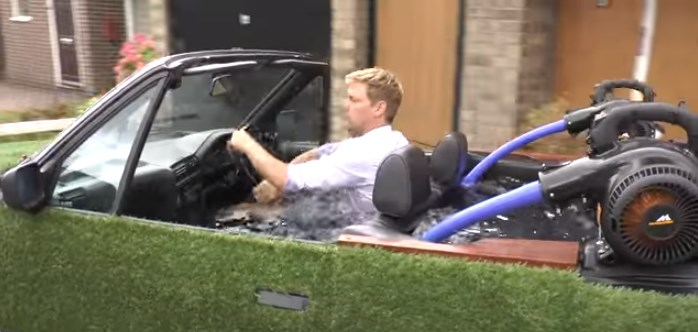 Британец сделал гибрид автомобиля с джакузи