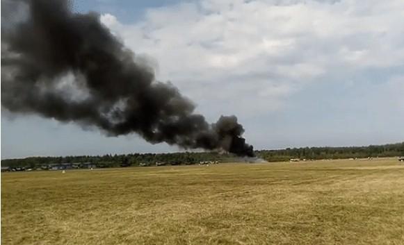 На авиашоу в Подмосковье рухнул самолет: видео