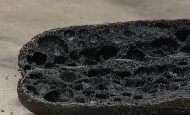 Во Франции начали продавать багеты из угля