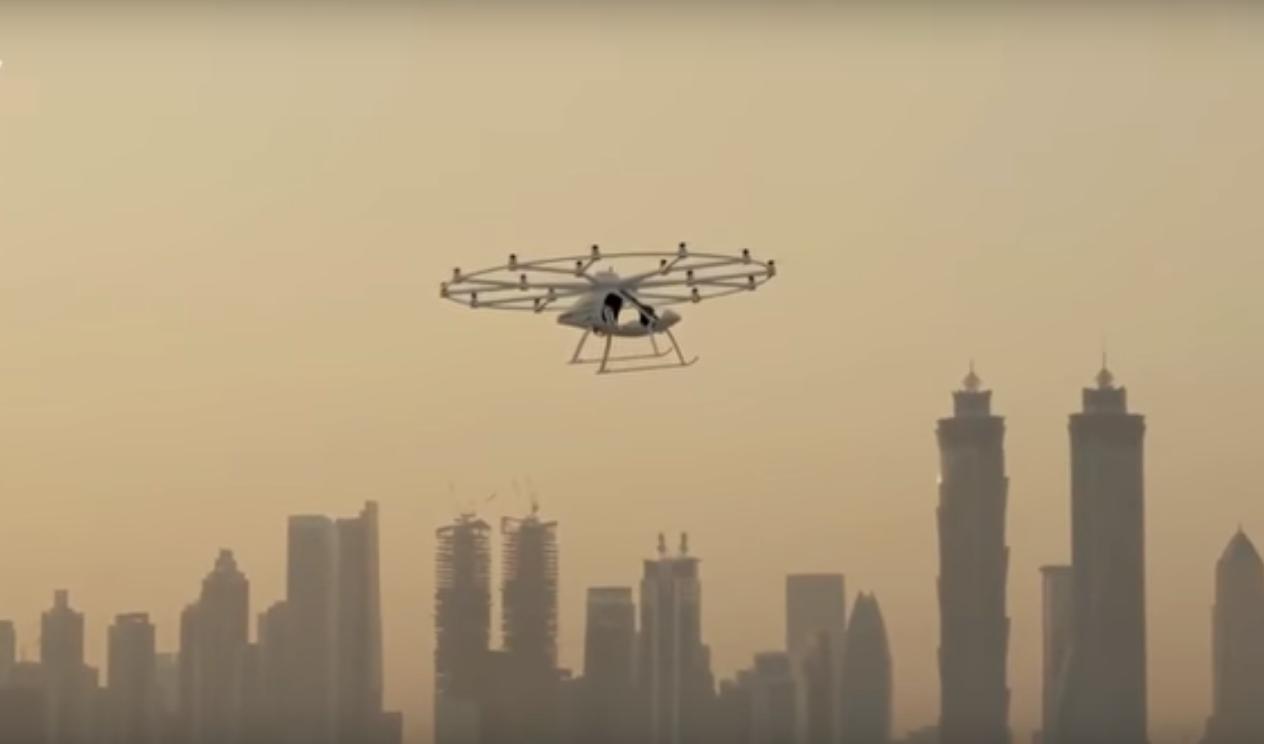 Первое летающее такси без пилота поднялось в небо над Дубаи