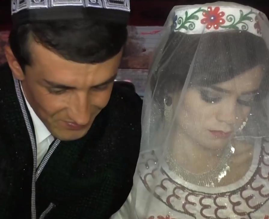 В Таджикистане поэту вручили